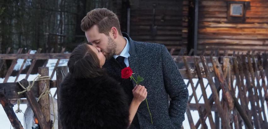 Nick Viall and Vanessa kiss