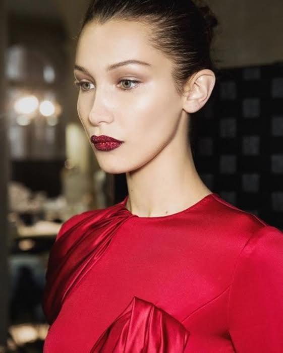 Bella Hadid Glitter Lips