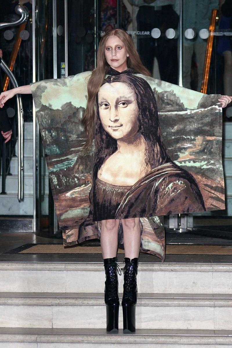 Lady Gaga Mona Lisa Poncho