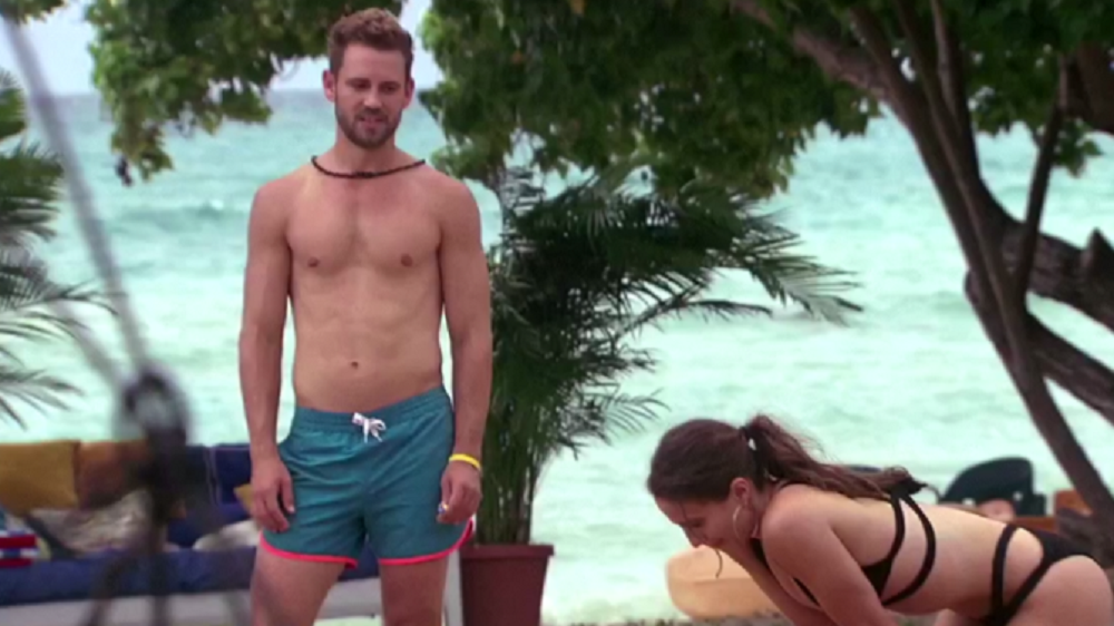 Nick Viall beach outfit
